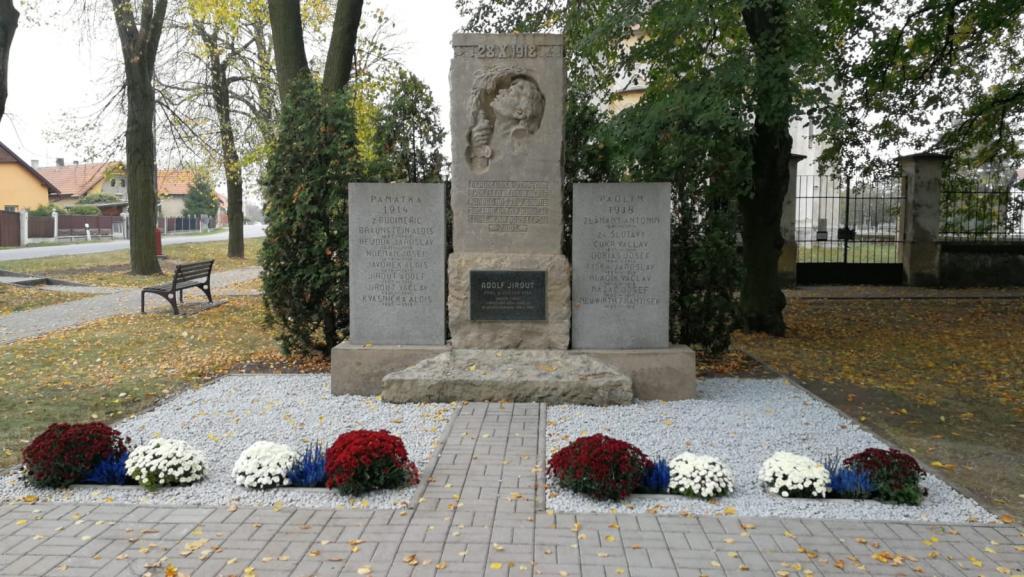 2018-10-19 Nazdobené pomníky